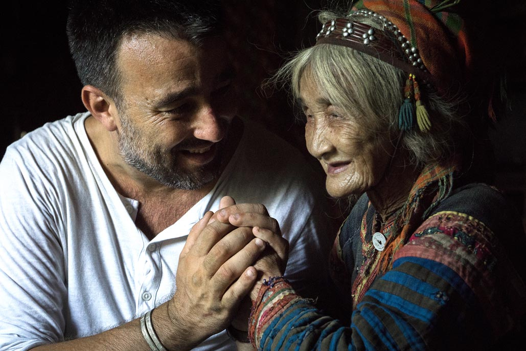 vietnam travel photographer with old woman