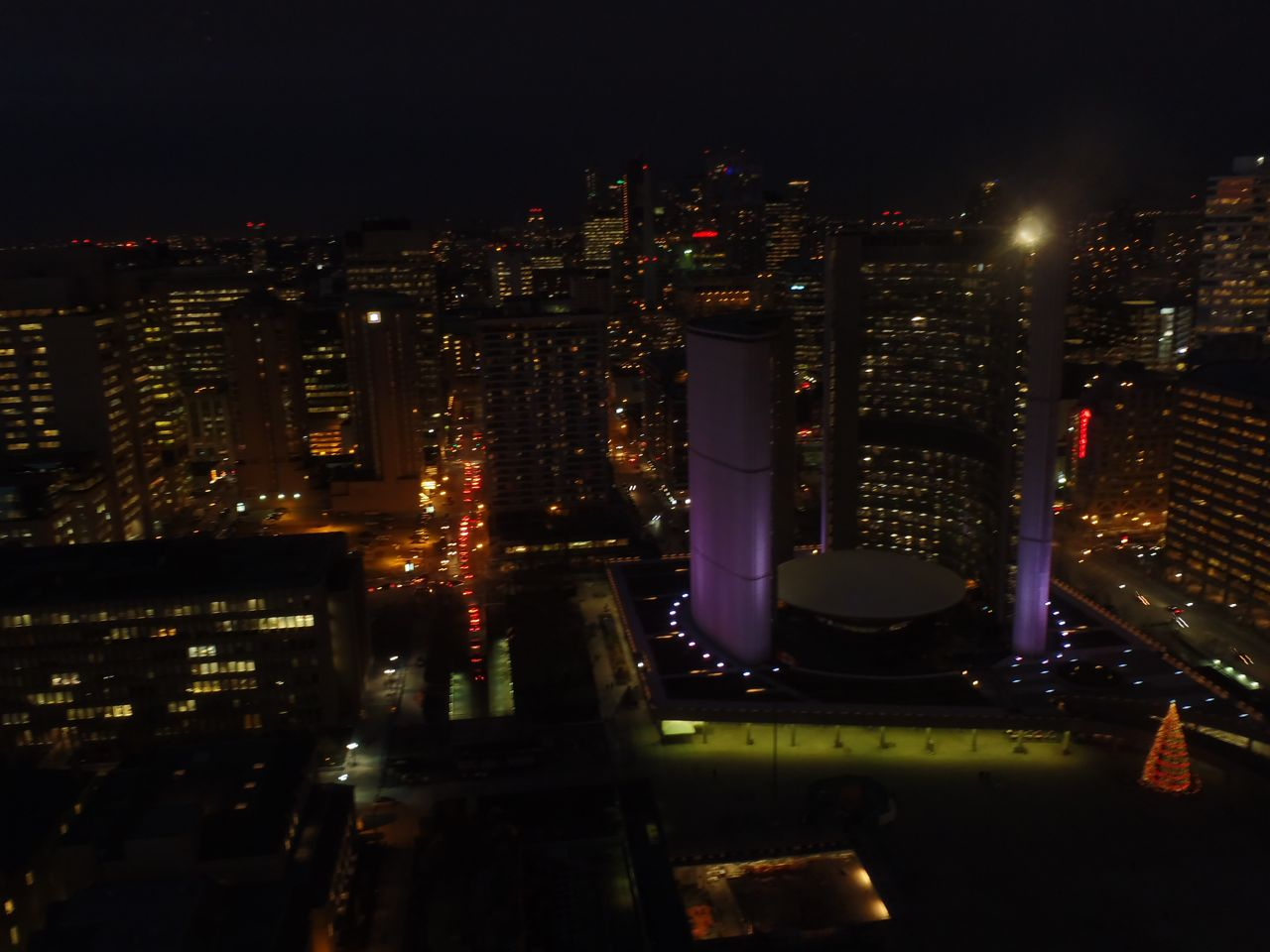 toronto-skyline-view-city-hall