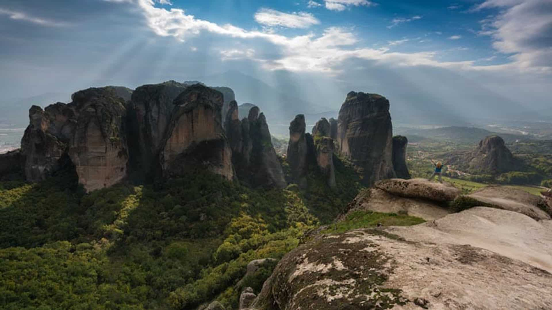 Superb viewpoints of Meteora along the road