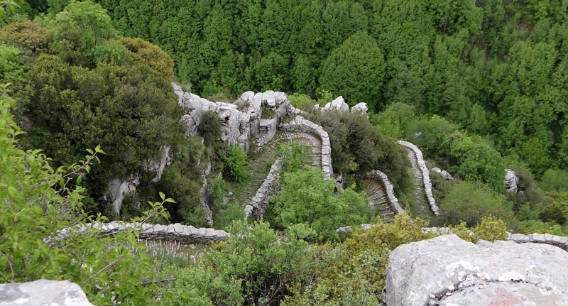 hiking trails of Vikos Gorge