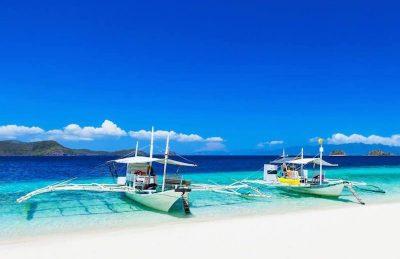 visit boracay boats beach