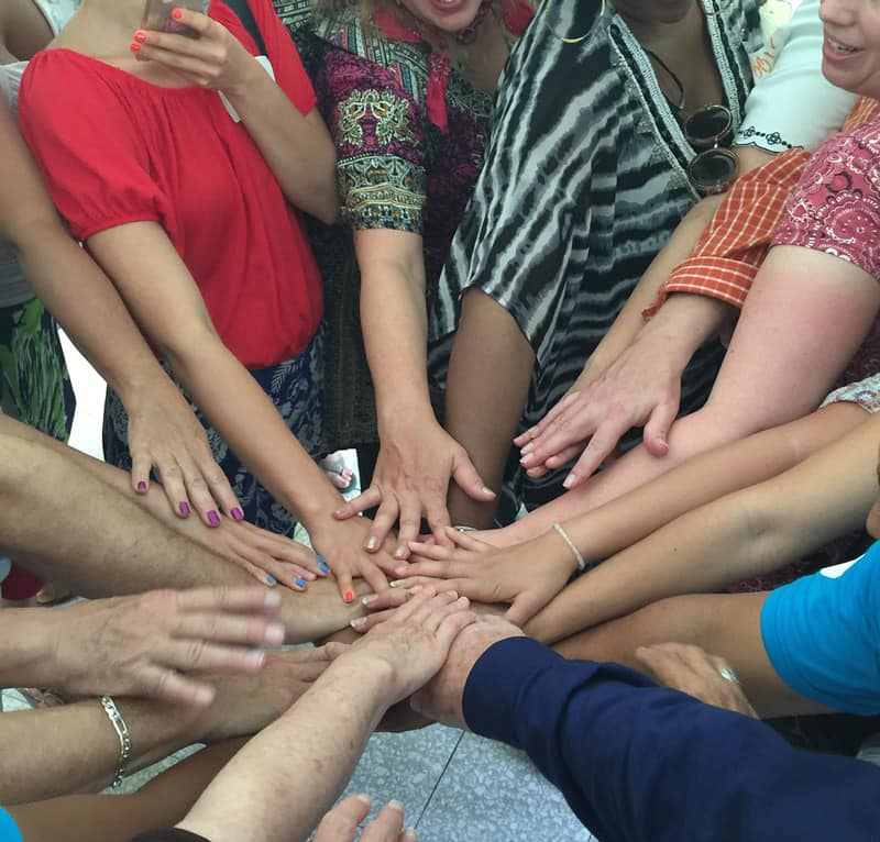 volunteer abroad hands of change