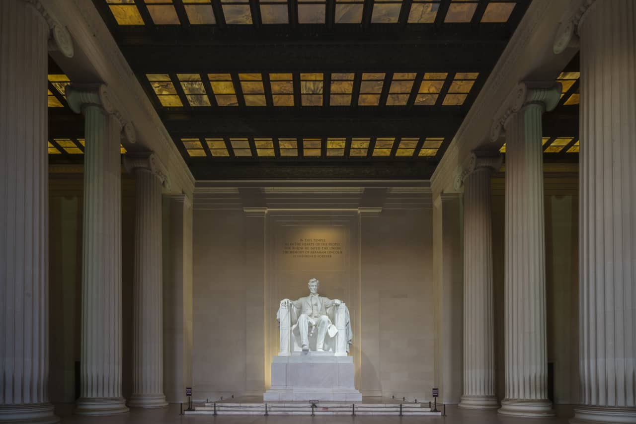 walking-tour-washington-dc-Lincoln-memorial-statue