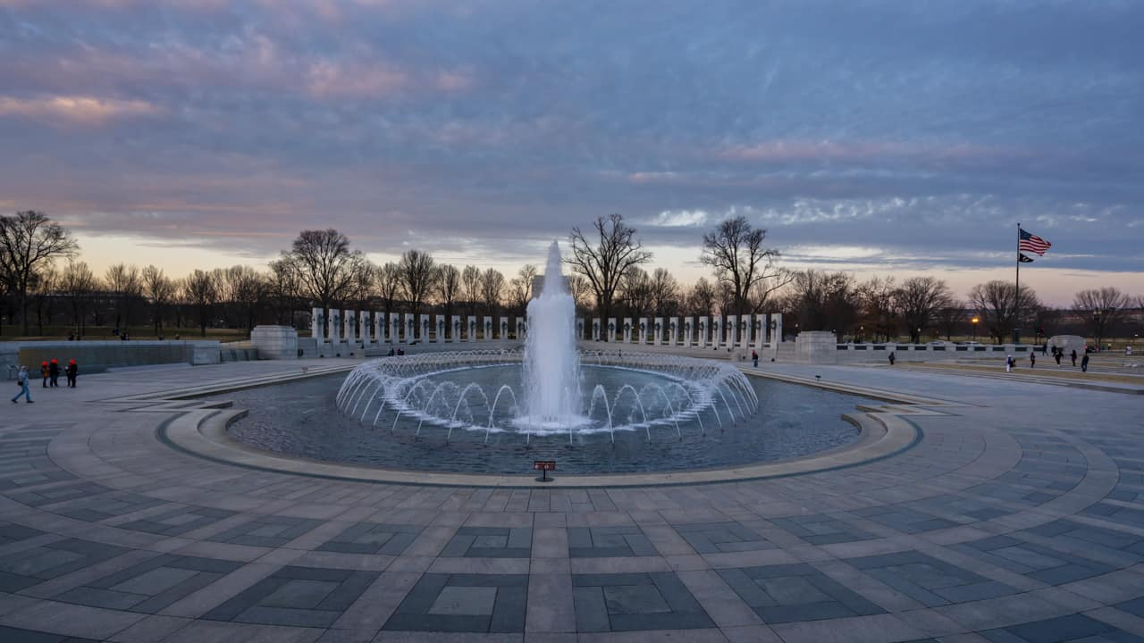 walking-tour-washington-dc-WWII-Memorial-2
