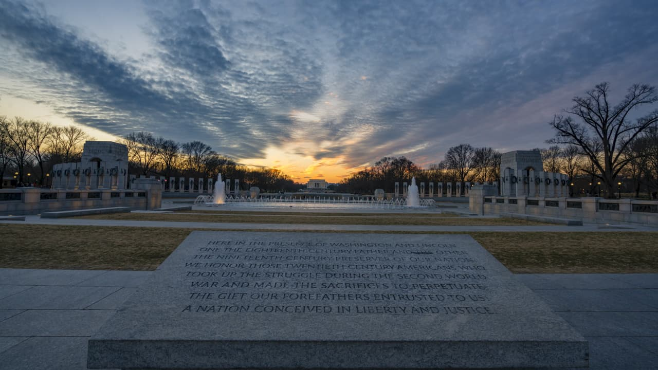 walking-tour-washington-dc-WWII-Memorial-3