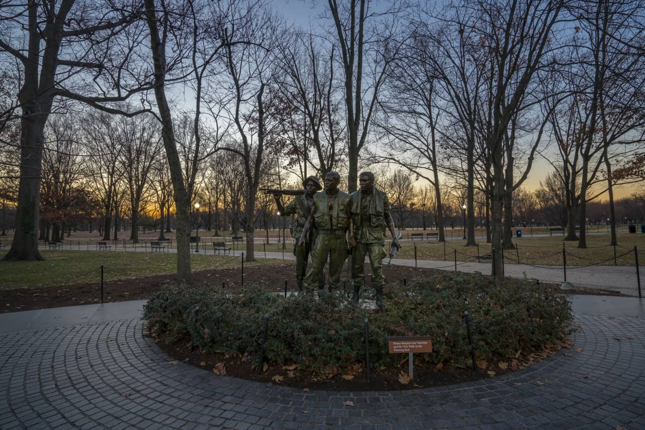 walking-tour-washington-dc-vietnam-war-memorial-2