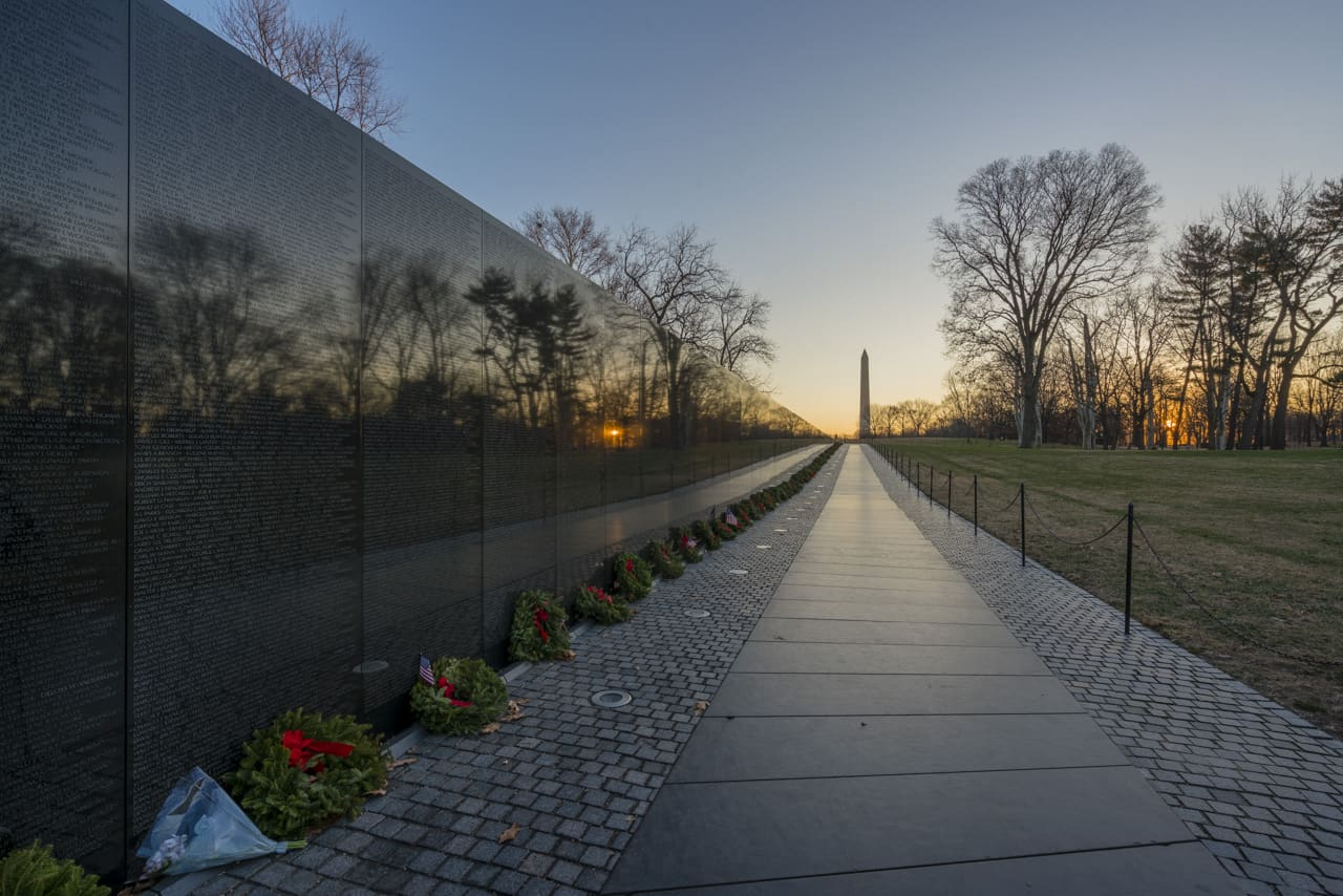 walking-tour-washington-dc-vietnam-war-memorial