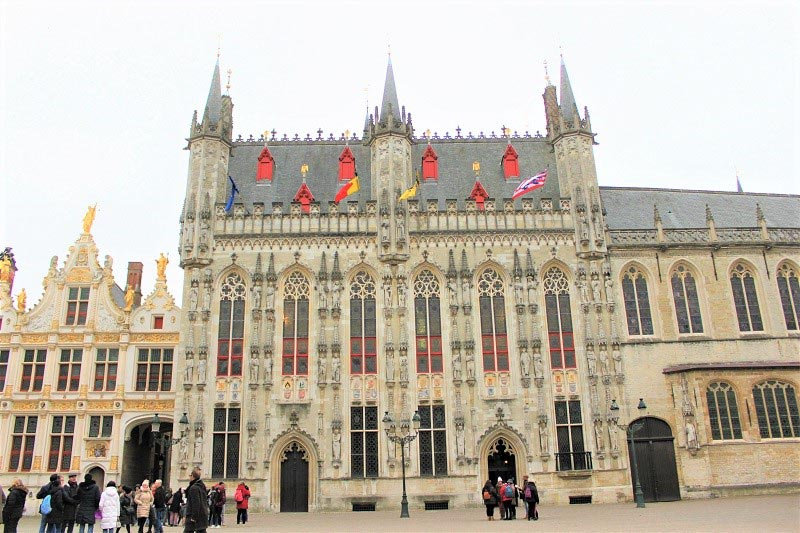 weekend in bruges burg square