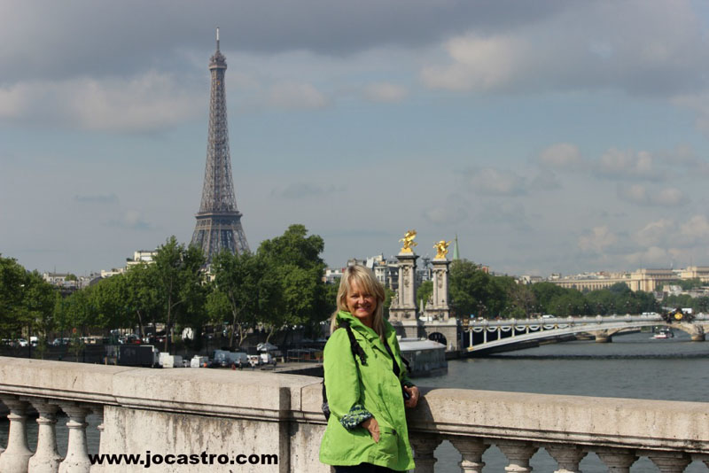 kinds of travel - The Tourist in paris france