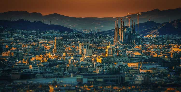 Photo of A Local's Guide to What to do in Barcelona at Night | The Planet D