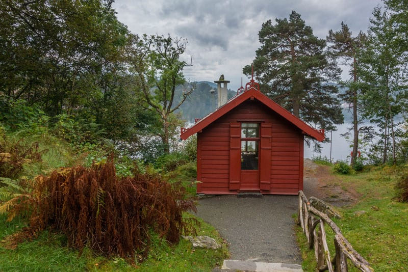what to do in bergen red house
