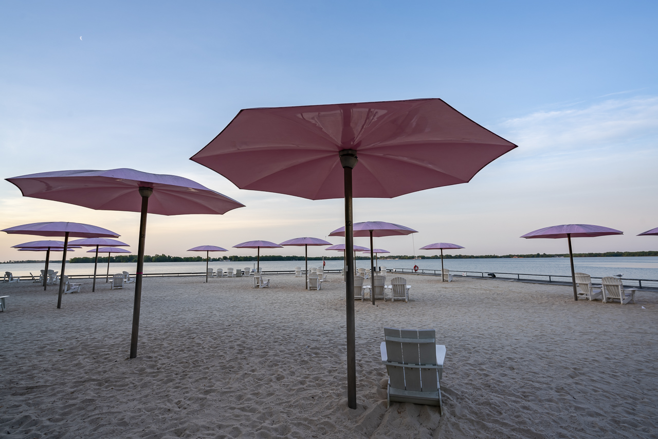 what to do in toronto sugar beach umbrellas