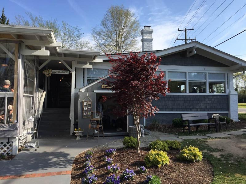 places to eat in Virginia Beach Bee and Biscuit