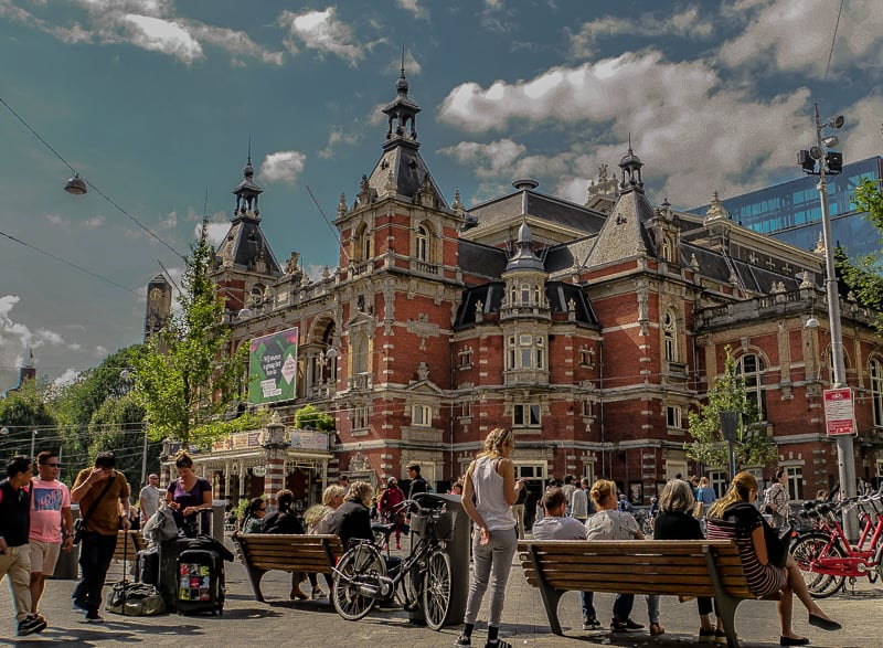 Where To Stay In Amsterdam – A Guide To The Best Neighbourhoods