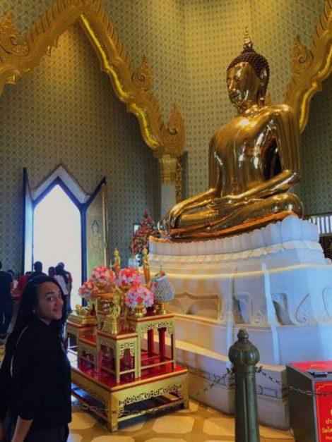 Best area to stay in Bangkok Wat Traimit