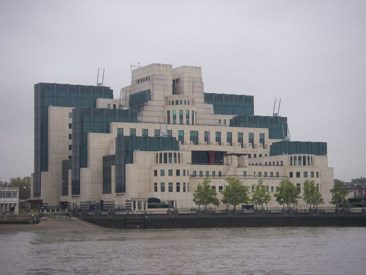 Where to stay in London MI5 building as seen from Victoria