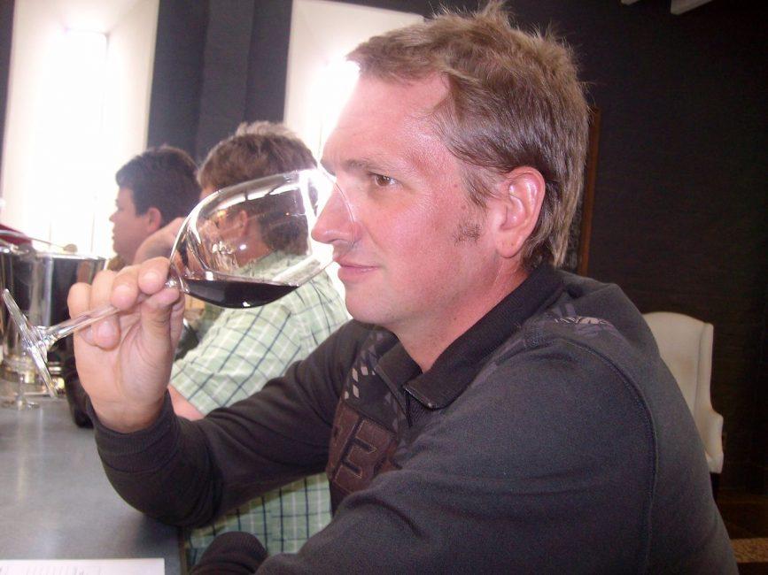 Taste wine in the Niagara Region