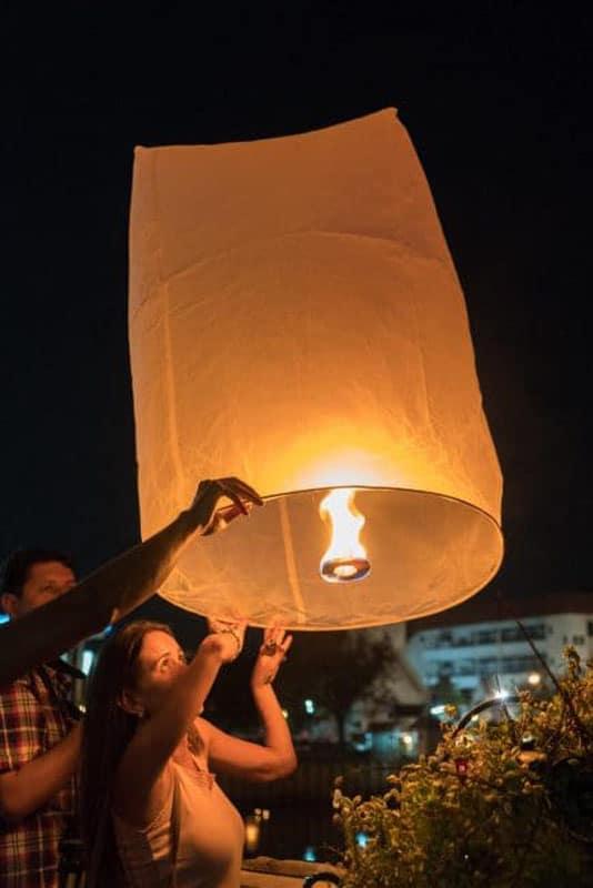 yee peng festival lantern release chiang mai