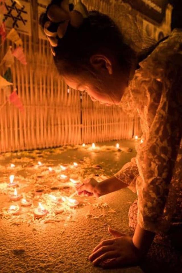 loy krathong yi peng fesvial candle lighting
