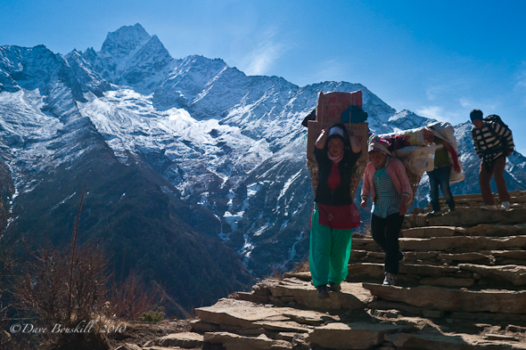 Both men and women carry gear to everest