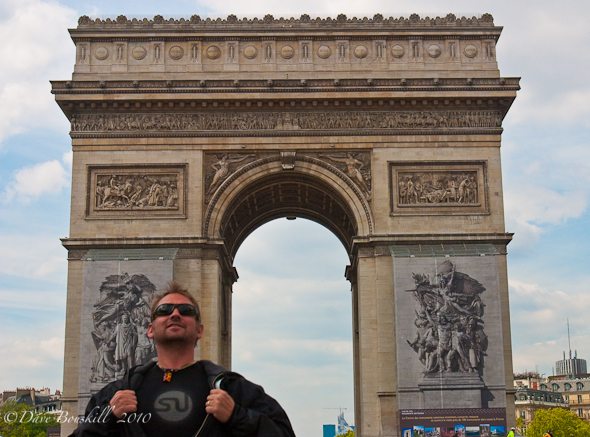 Super Stumble at the Arc de Triomphe!