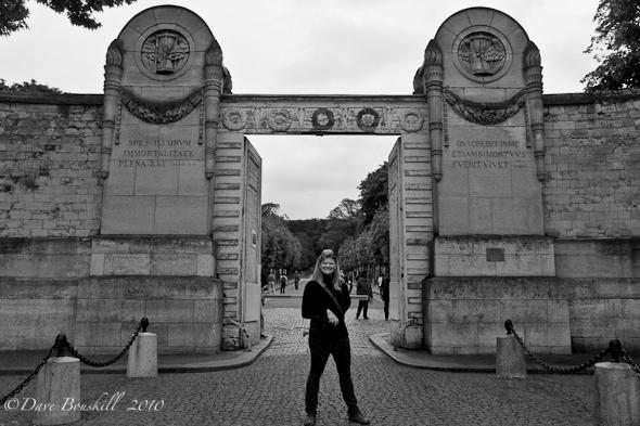 Cimetiere-Pere-Lachaise-Paris-France-Gates