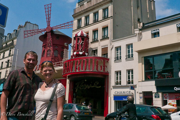 France-Paris-Montmartre-Moulin-Rouge