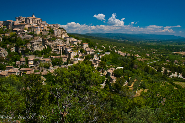 town in the countryside of Provence