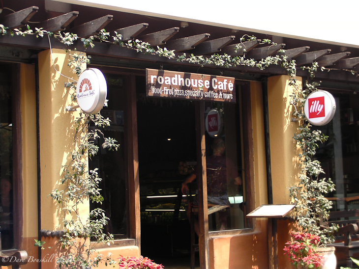 Where to eat in Kathmandu, Roadhouse Cafe